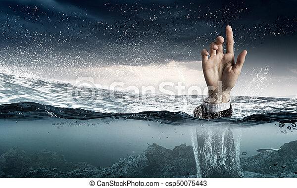 Mano de persona ahogada en agua - csp50075443