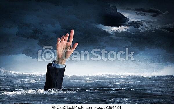 Mano de persona ahogada en agua - csp52094424