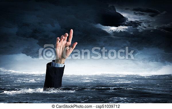 Mano de persona ahogada en agua - csp51039712