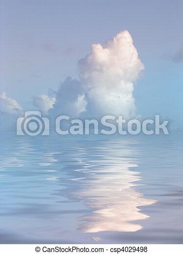 Nube serena sobre el agua - csp4029498