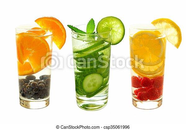 Tres tipos de agua de desintoxicación con fruta - csp35061996