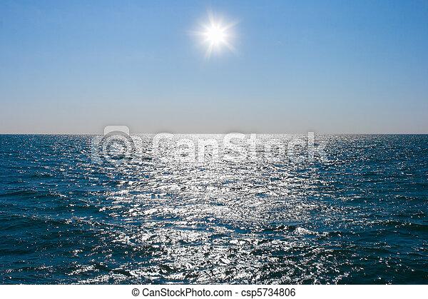 Sigue la calma del agua del mar - csp5734806