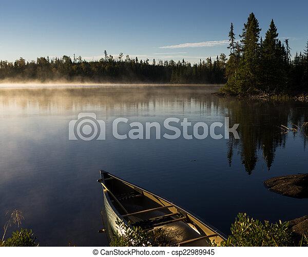 Vista de un lago con límites - csp22989945
