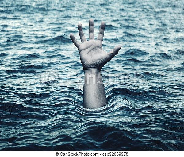 Mano de hombre ahogado en el mar - csp32059378