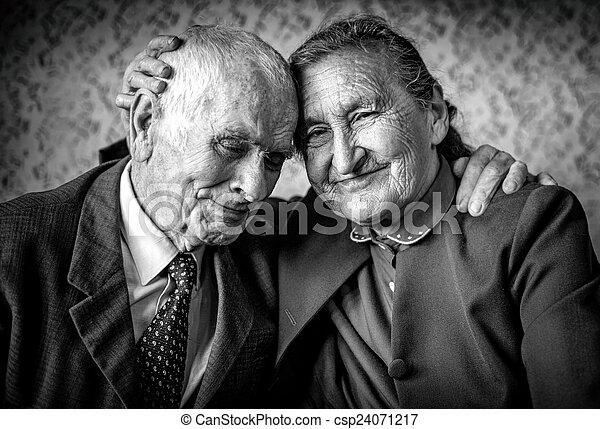 aimer, beau, retraite, romantique, forever., concept., couple., hugging., autre, chaque, personne agee, aimer couple, heureux - csp24071217