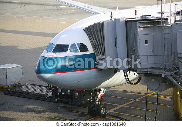 aircraft unloading passengers - csp1001640