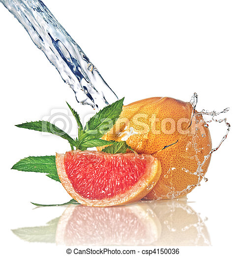 Agua salpicada de pomelo con menta en blanco - csp4150036