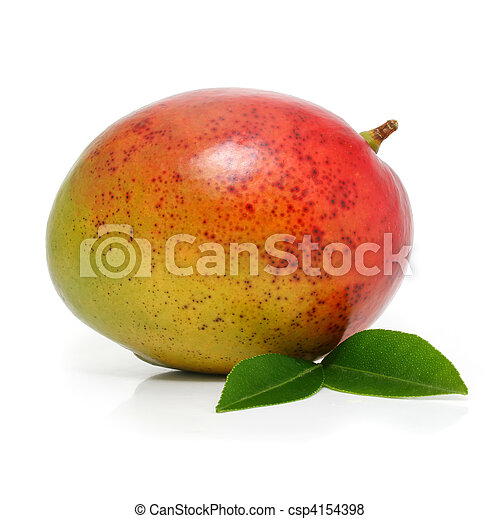 Fruta de mango fresca con hojas verdes aisladas - csp4154398