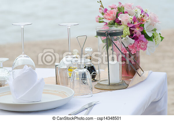 Cenamos en la playa - csp14348501
