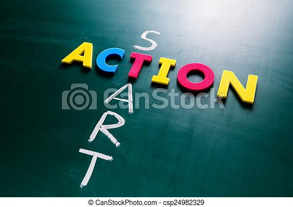 Starten Sie Aktionskonzept auf der Tafel - csp24982329