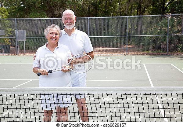 aktive senioren, tennisplatz - csp6829157