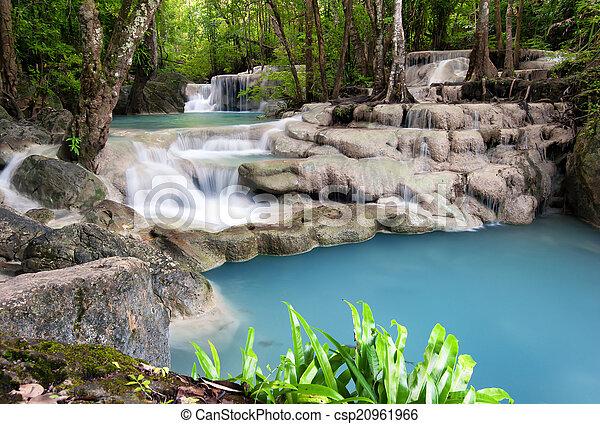 La fotografía de Tailandia al aire libre de cascadas en la selva tropical. - csp20961966