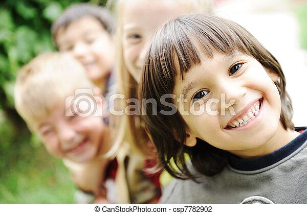 al aire libre, juntos, sin, descuidado, límite, caras sonrientes, niños, felicidad, feliz - csp7782902