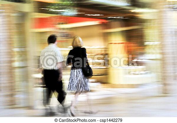 Comprar en un centro comercial - csp1442279