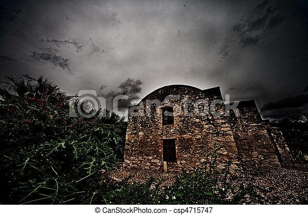 El histórico Álamo en San Antonio Texas - csp4715747