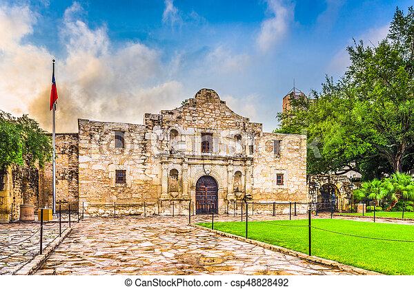 El Álamo en San Antonio - csp48828492