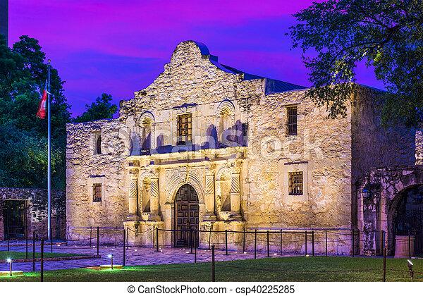 El Álamo en San Antonio - csp40225285