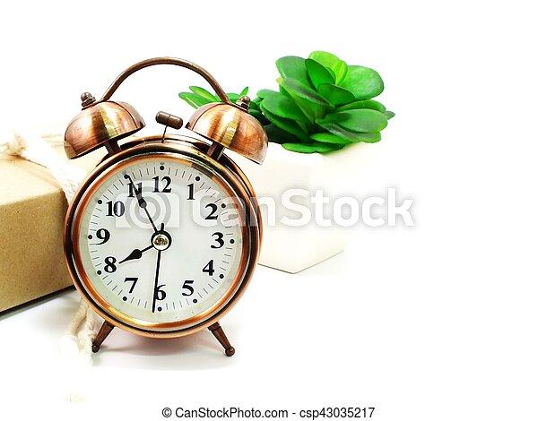 Reloj de alarma sobre fondo blanco - csp43035217