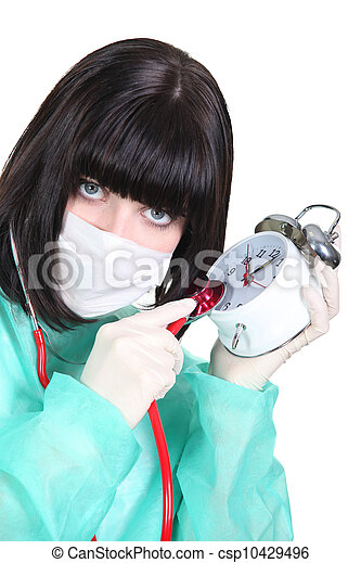 Mujer auscultando despertador - csp10429496