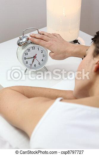 Una mujer con un despertador - csp8797727