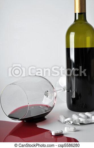 alcohol and pills - csp5586280