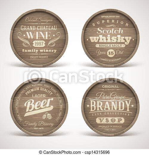 Cascos de madera con bebidas alcohólicas - csp14315696