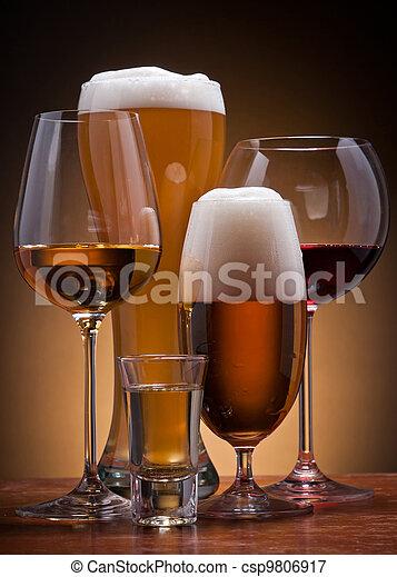 alcoholist drinkt - csp9806917