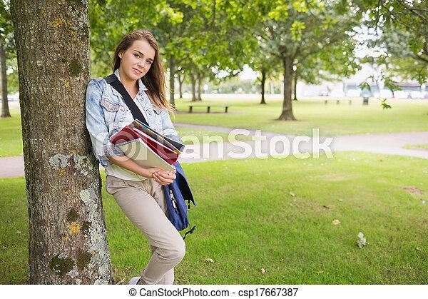 alegre, árvore, ho, estudante, inclinar-se - csp17667387