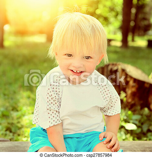 alegre, al aire libre, niño - csp27857984