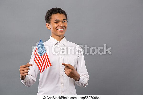 alegre, bandeira, jovem, apontar, homem - csp56970984