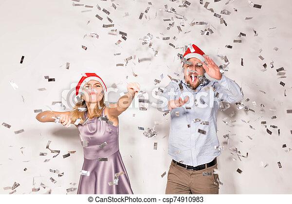 alegre, fiesta, confeti, fondo., regado, joven, nuevo, concepto, -, gente, navidad, blanco, año - csp74910983