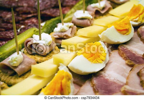 Comida de catering cerca - csp7934434