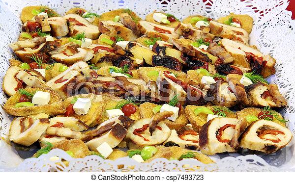 Deliciosa comida de catering - csp7493723