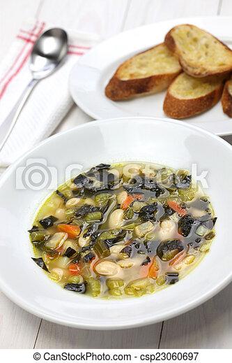 Sopa de col negra, comida italiana - csp23060697
