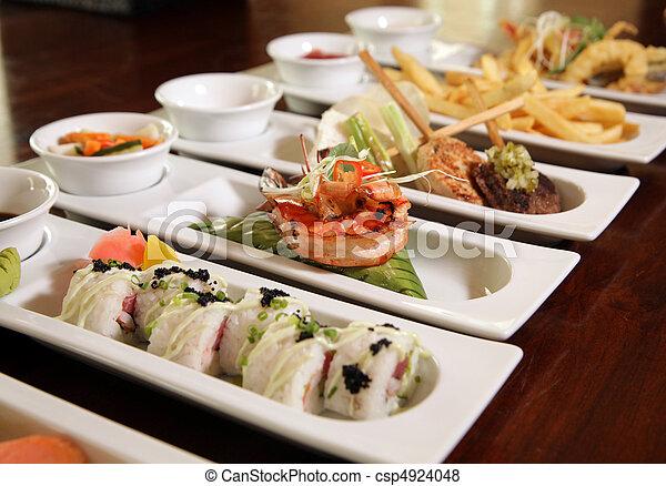 Varieties de comida de restaurante en reserva - csp4924048