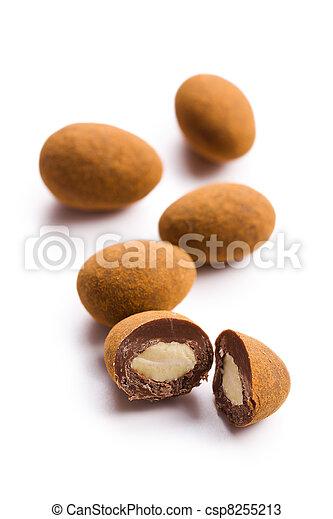Almendras en chocolate con canela - csp8255213