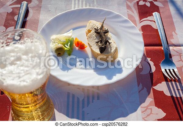 Un almuerzo inusual - csp20576282