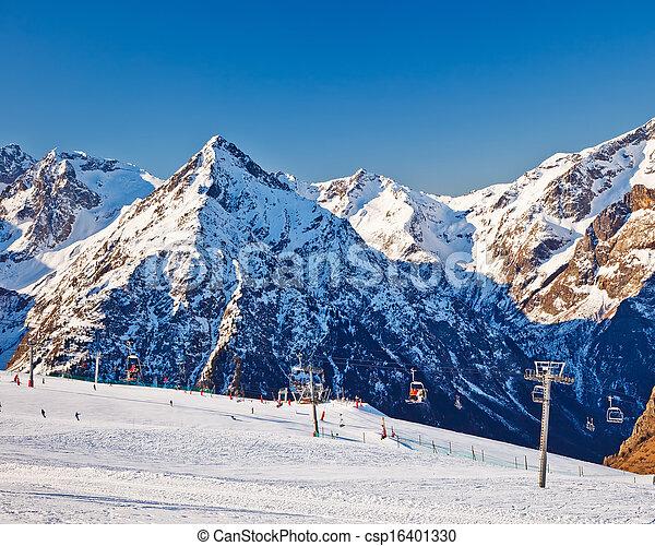 Un balneario en Alpes franceses - csp16401330