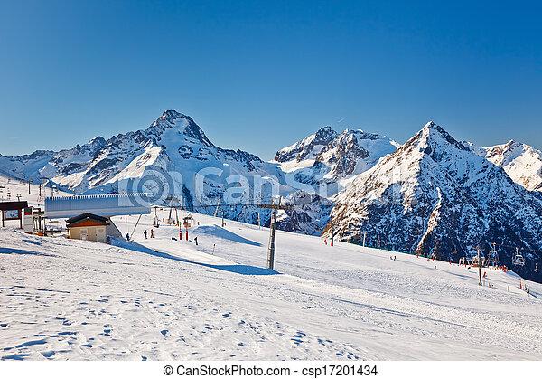 Un balneario en Alpes franceses - csp17201434