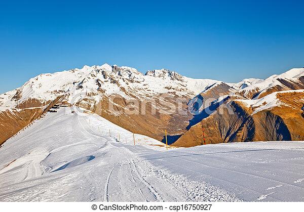 Recursos de esquí en algas francesas - csp16750927