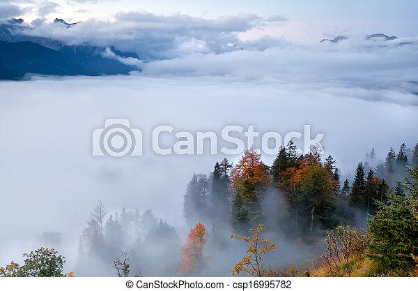alpi, durante, autunno, nebbia - csp16995782
