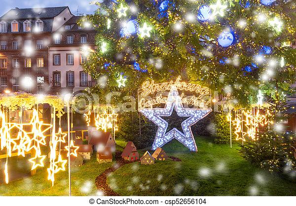 árbol De Navidad En Estrasburgo Alsacia Francia El árbol De Navidad Y La Capital De Estrasburgo De Estrasburgo De La Canstock