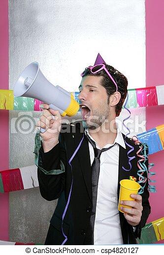 Loudspeaker loco de fiesta gritando feliz - csp4820127