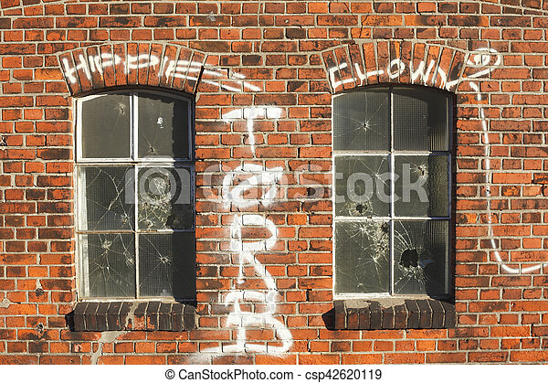 Alte Fenster alte fenster mit backsteinhauswand stock photography search
