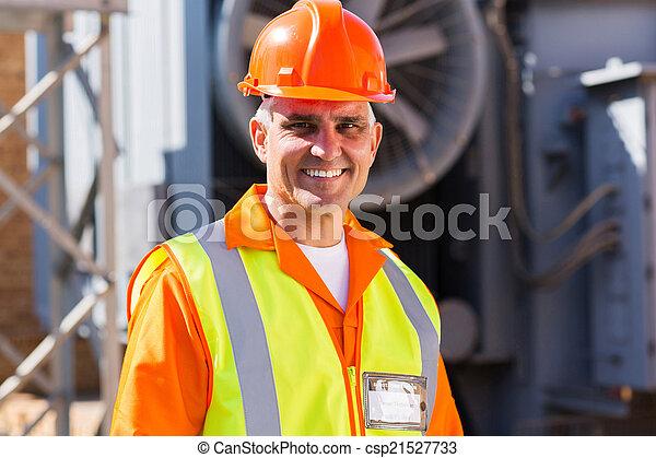 Ein männlicher Elektriker - csp21527733