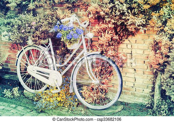 altes , blumen, fahrrad - csp33682106