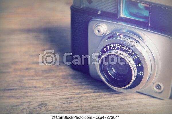 Eine alte Retrokamera aus Holz - csp47273041