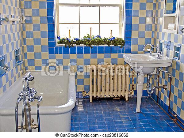 Altes Badezimmer Vintage Badezimmer Mit Blauen Fliesen Canstock