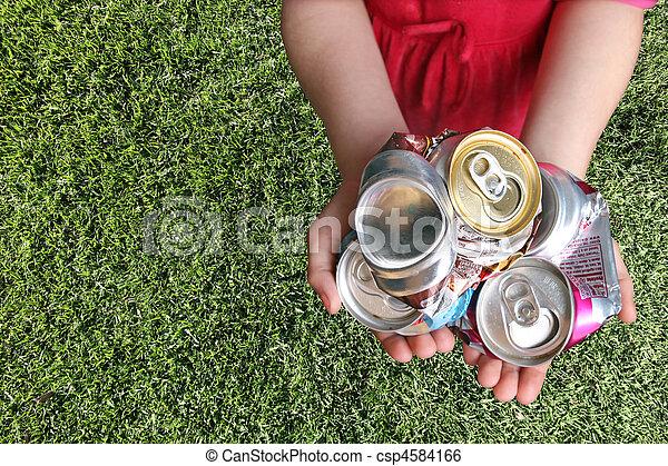 aluminum cans , συνέθλιψα , ανακύκλωση  - csp4584166