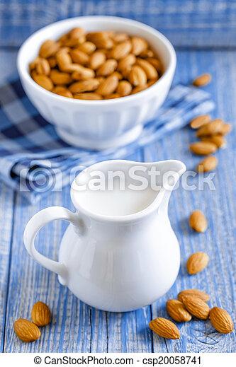 amêndoa, leite - csp20058741